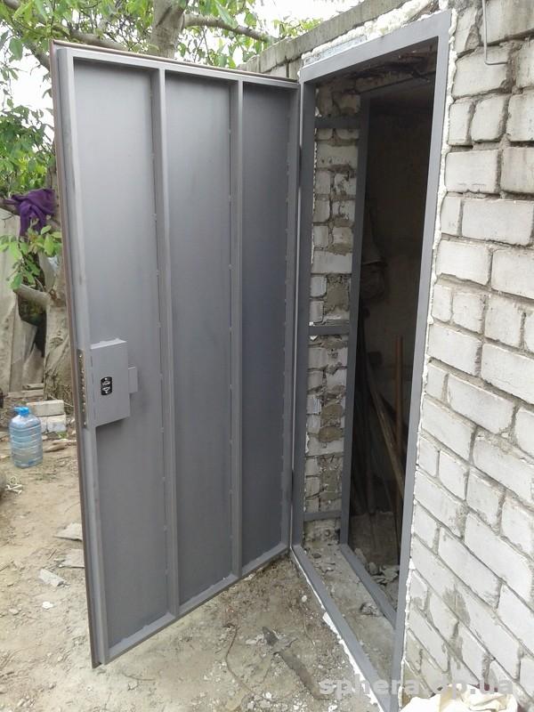 металлические двери в подсобное помещение