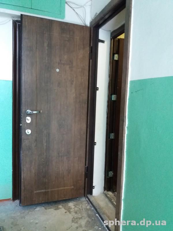Деревянные входные двери с уплотнителем 161