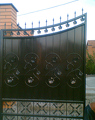 Декорированные распашные ворота