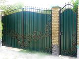 Распашные ворота в Днепропетровске с элементами ковки