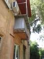 Начало демонтажа металлоконструкции балкона